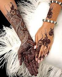Latest Mehndi Party Designs for Ladies