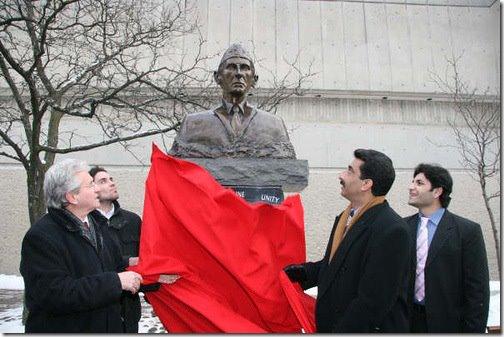 Quaids statue in York University Toronto