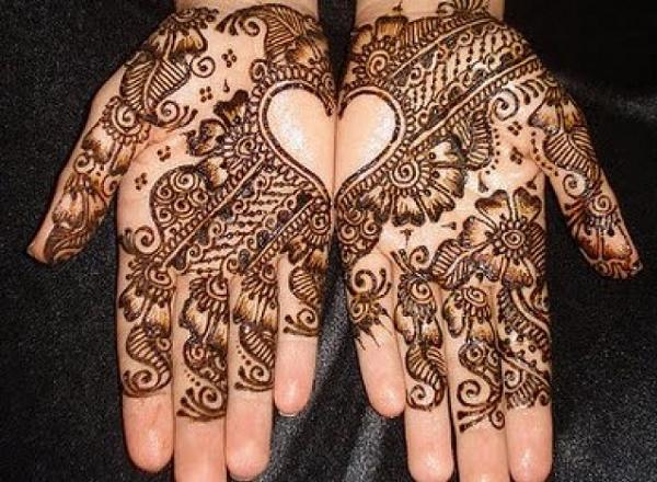 Heart Shaped Mehndi Design on Valentine day