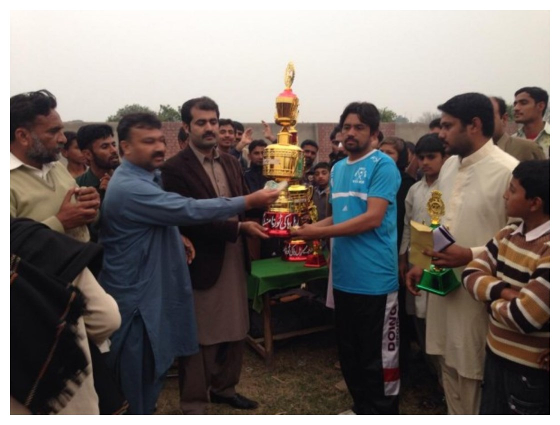 Sajjad Hotel Wala Recieving Trophy at Sufi Noor Hussain Tahiri's Hockey Tournament