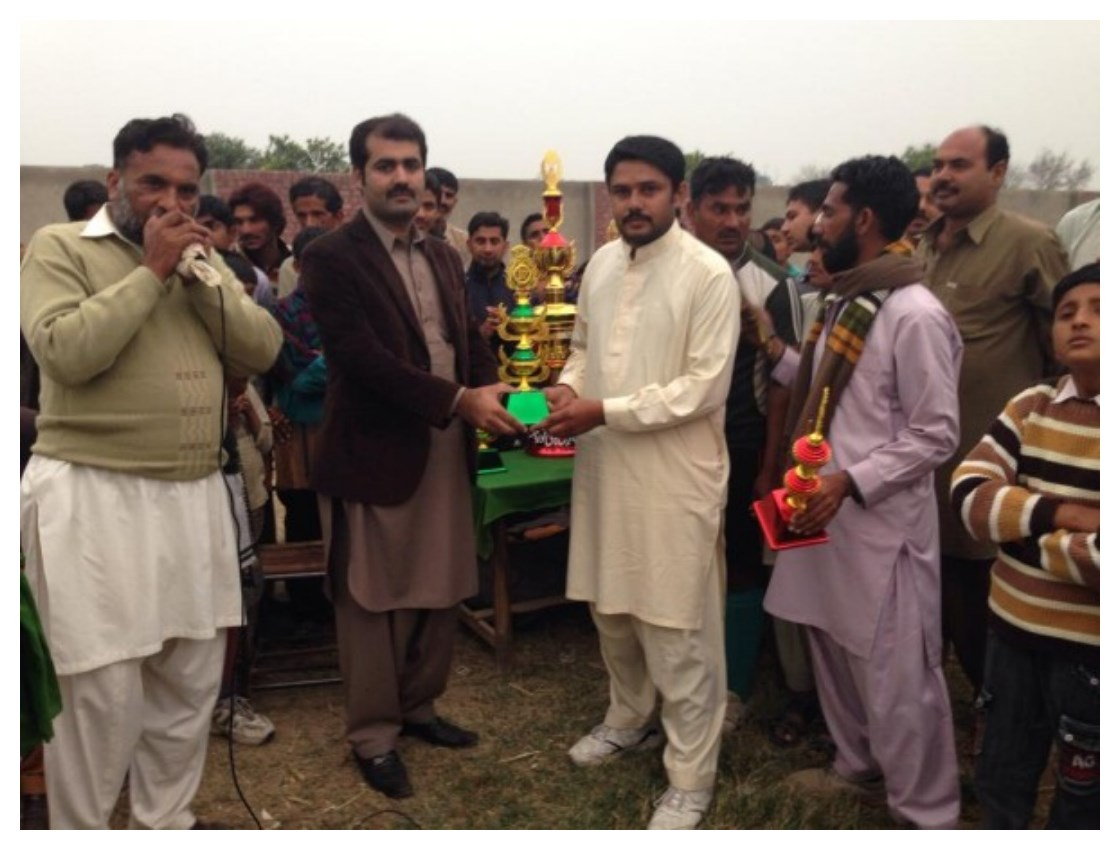 Shafiq Sunira Offering Prize to Winning Team in Sufi Noor Hussain Tahiri's Hockey Tournament Pictures In Gangapur