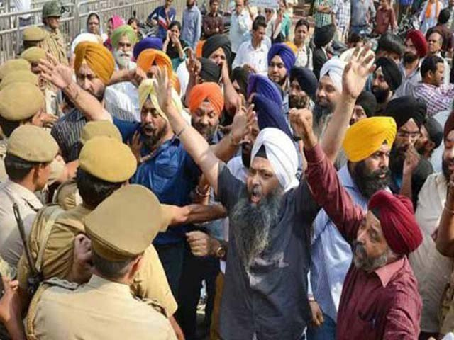 Sikhs in India desecration of religious Rioting, 4 dead, 100 injured