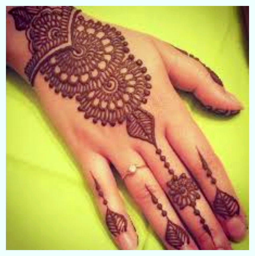 Creative Christmas Mehndi Designs